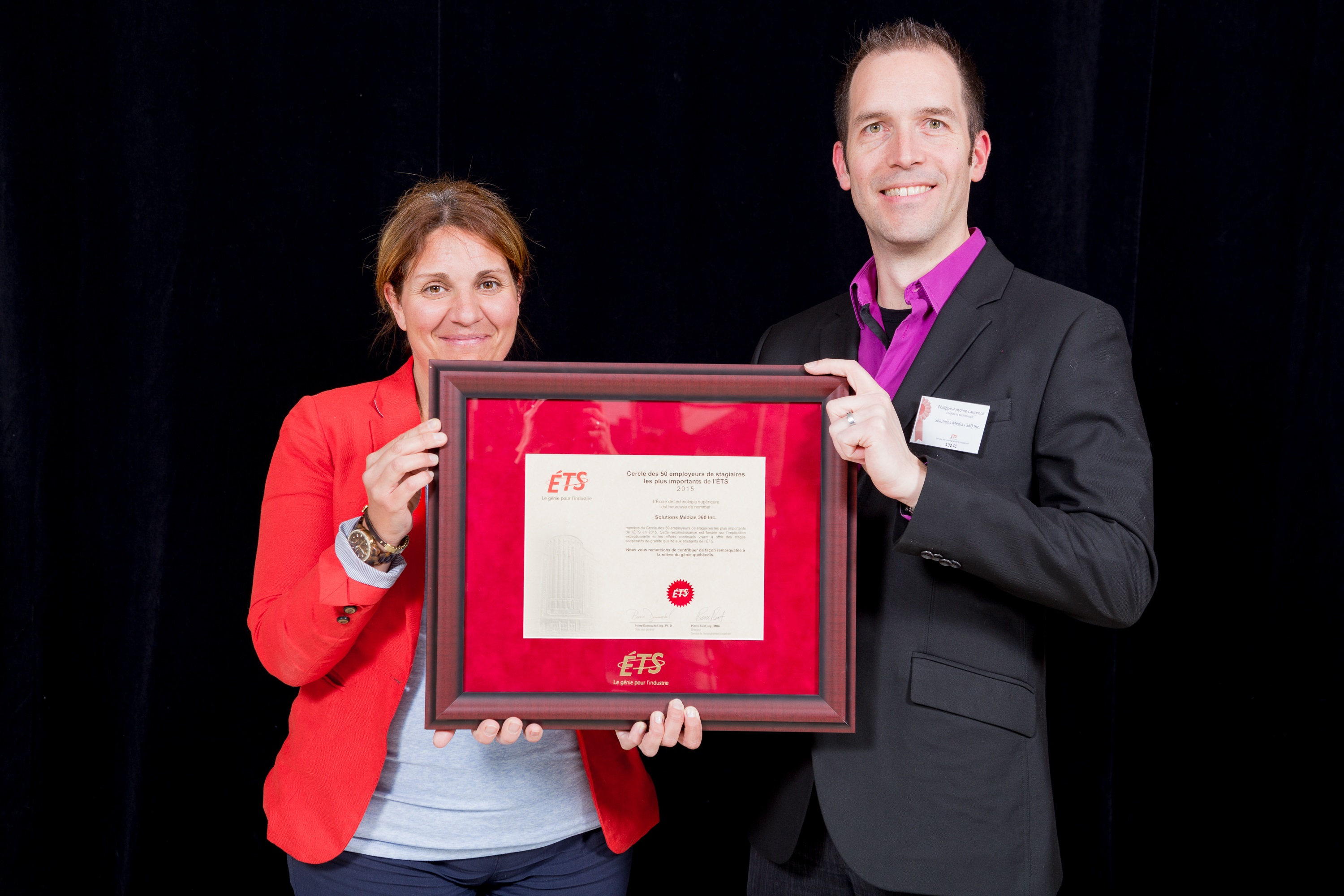 Phillipe-Antoine Laurence, Vice-President of Products and Innovation at Solutions Médias 360 who received an honorary certificate from Julie Coderre, Coordinator of Internships.